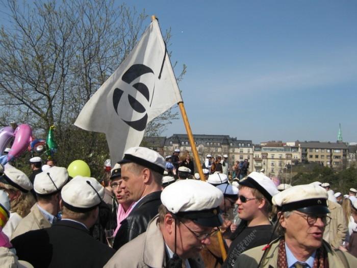 Fyysikkokillan lippu Wappuna 2008.